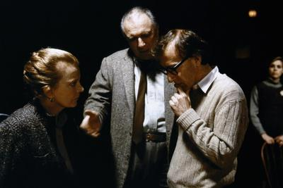 On the set, Woody Allen directs Gena Rowlands and Jacques Haussmann. ANOTHER WOMAN, 1988 directed b