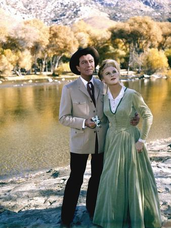 Robert Taylor and Joan Caulfield CATTLE KING, 1963 directed by TAY GARNETT (photo)