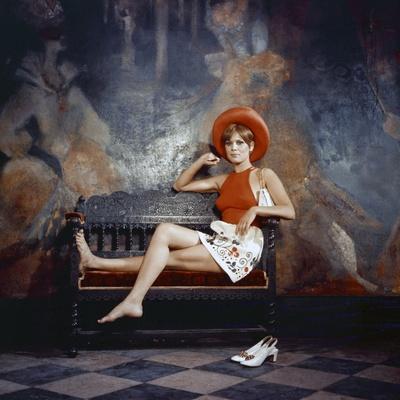 Marthe Keller LE DIABLE PAR LA QUEUE, 1968 directed by PHILIPPE by BROCA (photo)