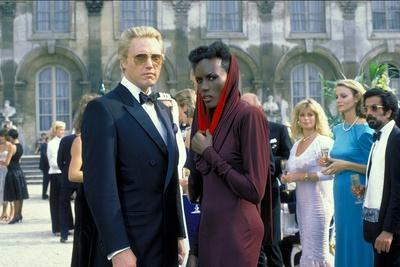 A VIEW TO A KILL, 1985 directed by JOHN GLEN with Christopher Walken / Grace Jones (photo)