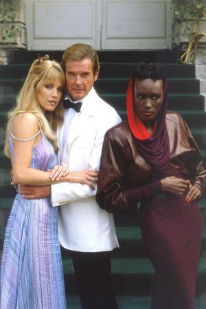 A VIEW TO A KILL, 1985 directed by JOHN GLEN with Tanya Roberts, Roger Moore and Grace Jones (photo