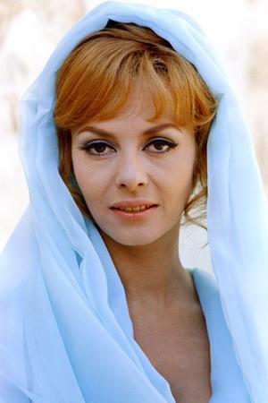 INDOMPTABLE ANGELIQUE, 1967 directed by BERNARD BORDERIE Michele Mercier (photo)