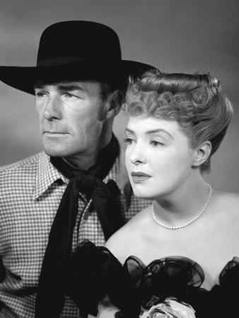 BADMAN'S TERRITORY, 1946 directed by TIM WHELAN Randolph Scott and Ann Richards (b/w photo)