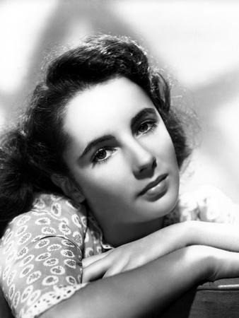 ELIZABETH TAYLOR 1944 (b/w photo)