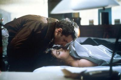 BLADE RUNNER, 1982 directed by RIDLEY SCOTT Harrison Ford and Sean Young (photo)