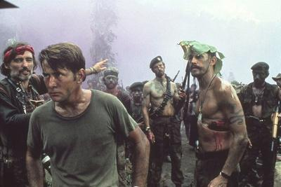 APOCALYPSE NOW, 1979 directed by FRANCIS FORD COPPOLA Dennis Hopper and Martin Sheen (photo)