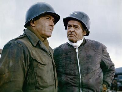 BATTLE OF THE BULGE, 1965 directed by KEN ANNAKIN Henry Fonda and Robert Ryan (photo)