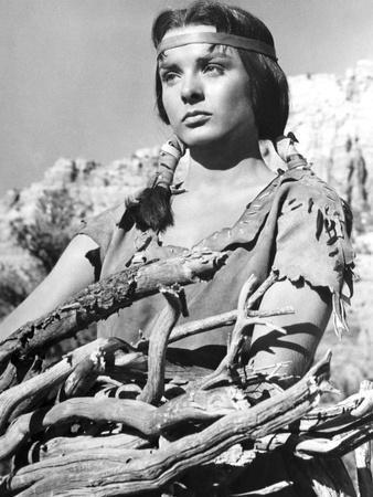 APACHE, 1954 directed by ROBERT ALDRICH Jean Peters (b/w photo)