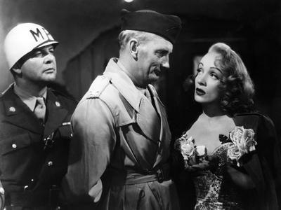 A FOREIGN AFFAIR, 1948 directed by BILLY WILDER with Millard Mitchell and Marlene Dietrich \r (b/w