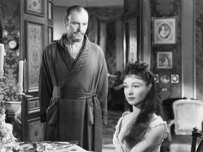 ANNA KARENINA, 1948 directed by JULIEN DUVIVIER Ralph Richardson and Vivien Leigh (b/w photo)