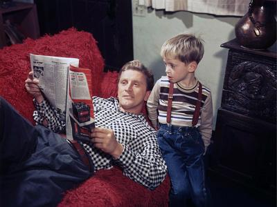 KIRK DOUGLAS and son fils Michael U.S.A. LOS ANGELES, 1949 (photo)