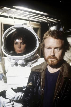 Alien, 1979 directed by Ridley Scott with Ridley Scott with Sigourney Weaver (photo)