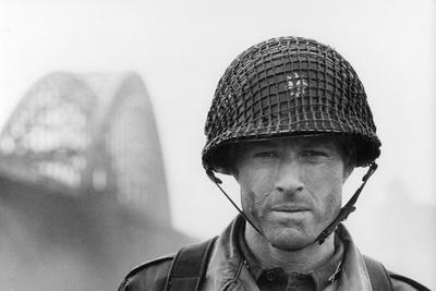 A BRIDGE TOO FAR, 1977 directed by RICHARD ATTENBOROUGH with Robert Redford (b/w photo)