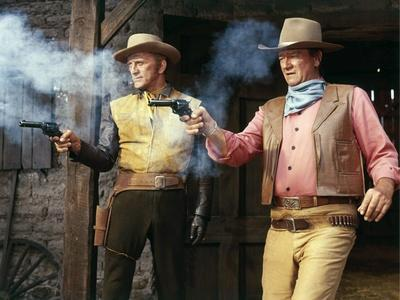La caravane by feu THE WAR WAGON by Burt Kennedy with Kirk Douglas and John Wayne, 1967 (photo)