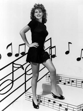 COVER GIRL, Rita Hayworth, 1944 (b/w photo)