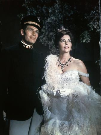 55 DAYS IN PEKING, 1963 directed by NICOLAS RAY with Charlton Heston / Ava Gardner (photo)