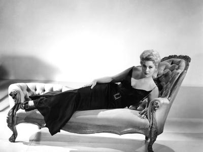 5 AGAINST THE HOUSE, 1955 directed by PHIL KARLSON with Kim Novak (b/w photo)