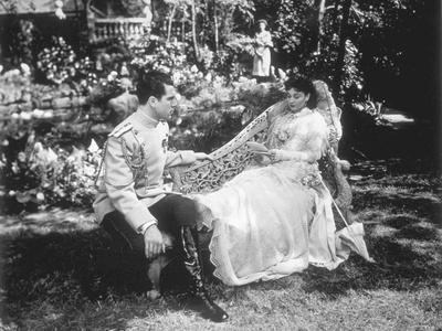 ANNA KARENINA, 1948 directed by JULIEN DUVIVIER Kieron Moore and Vivien Leigh (b/w photo)
