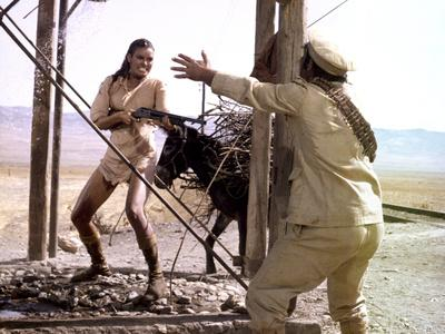 BANDOLERO, 1968 directed by ANDREW McLAGLEN with Raquel Welch (photo)