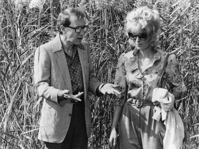 Woody Allen and Mia Farrow BROADWAY DANNY ROSE, 1984 directed by Woody Allen (b/w photo)