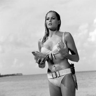 DR. NO, 1962 directed by TERENCE YOUNG Ursula Andress (b/w photo)