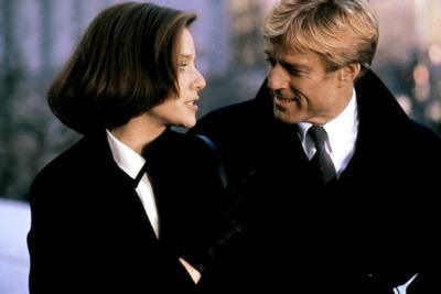 LEGAL EAGLES, 1986 directed by IVAN REITMAN Debra Winger and Robert Redford (photo)