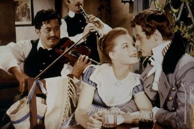 LA BELLE and L'EMPEREUR, 1959 par Axel von Ambesser with Romy Schneider and Helmut Lohner (photo)
