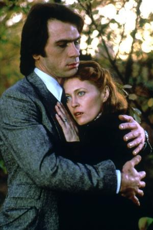 EYES OF LAURA MARS, 1978 directed by IRVIN KERSHNER Tommy Lee Jones and Faye Dunaway (photo)
