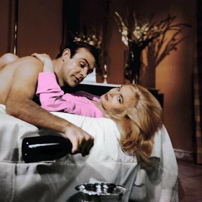 Goldfinger by GuyHamilton with Sean Connery (James Bond 007) and Shirley Eaton, 1964 (champagne Dom