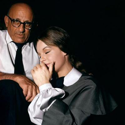 KATIA, 1959 directed by ROBERT SIODMAK On the set, Robert Siodmak and Romy Schneider (photo)