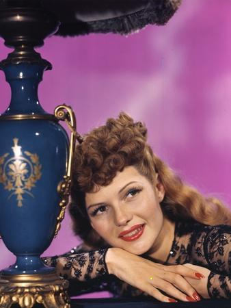 COVER GIRL, 1944 directed by CHARLES VIDOR Rita Hayworth (photo)