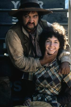 GOIN' SOUTH, 1978 directed by JACK NICHOLSON John Belushi and Mary Steenburgen (photo)