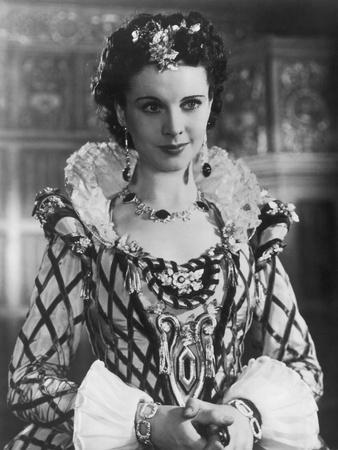 """Vivien Leigh on the movie set of """"Fire Over England"""" (L'Invincible Armada), directed by William K."""