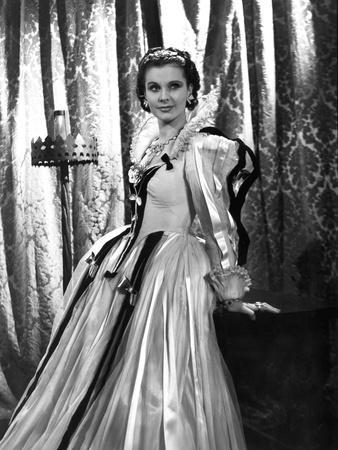 FIRE OVER ENGLAND, 1937 directed by WILLIAM K. HOWARD Vivien Leigh (b/w photo)