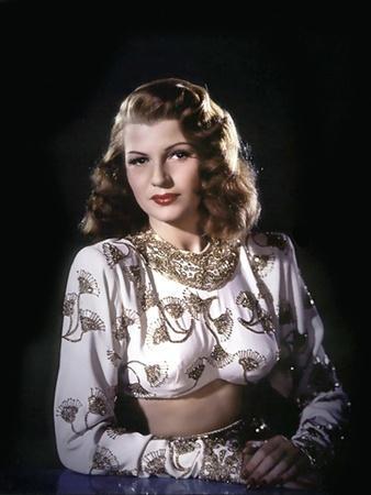 GILDA, 1946 directed by CHARLES VIDOR Rita Hayworth (photo)