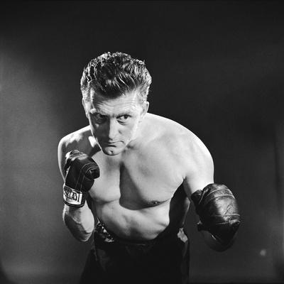 Le champion CHAMPION by Mark Robson with Kirk Douglas, 1949 (b/w photo)
