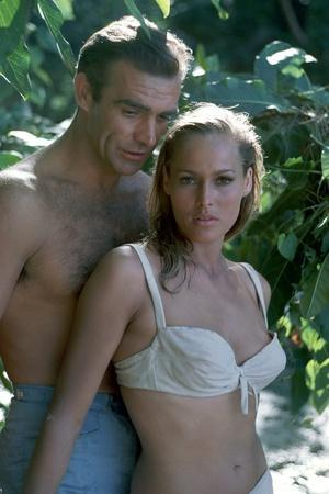 James Bond 007 contre Dr No Dr No by Terence Young with Sean Connery (James Bond 007), Ursula Andre