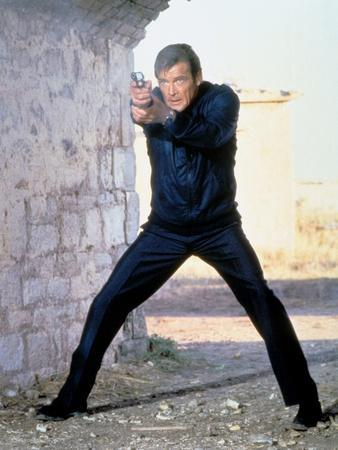 FOR YOUR EYES ONLY, 1981 directed by JOHN GLEN Roger Moore (photo)