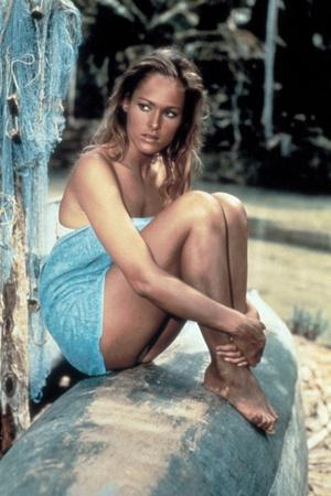 James Bond 007 contre Dr No Dr No by Terence Young with Ursula Andress, 1962 (photo)