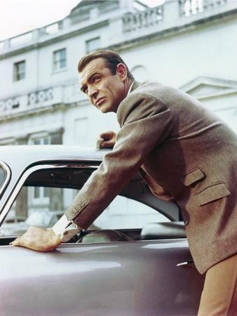 Goldfinger by Guy Hamilton with Sean Connery (James Bond 007), 1964 (photo)