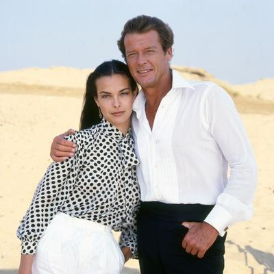 FOR YOUR EYES ONLY, 1981 directed by JOHN GLEN Carole Bouquet / Roger Moore (photo)