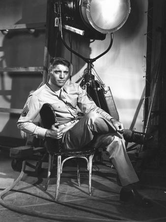 FROM HERE TO ETERNITY, 1953 directed by FRED ZINNEMANN Burt Lancaster (b/w photo)