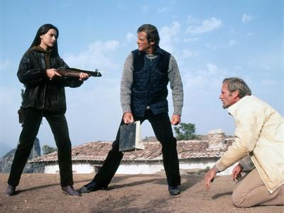 FOR YOUR EYES ONLY, 1981 directed by JOHN GLEN Carole Bouquet, Roger Moore and Julian Glover (photo