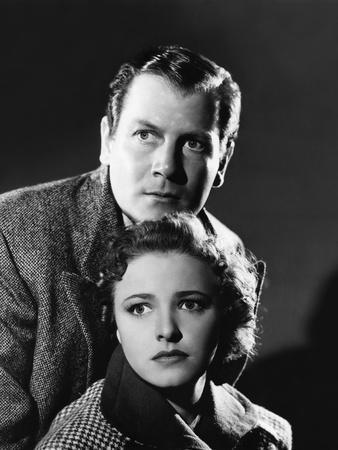 FOREIGN CORRESPONDENT, 1940 directed by ALFRED HICHCOCK Joel Mc Crea / Laraine Dey (b/w photo)