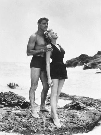 FROM HERE TO ETERNITY, 1953 directed by FRED ZINNEMANN Burt Lancaster and Deborah Kerr (b/w photo)