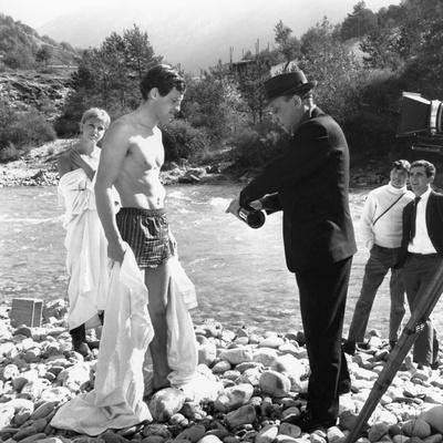 L'AINE DES FERCHAUX, 1963 directed by JEAN PIERRE MELVILLE On the set, Stefania Sandrelli and Jen P