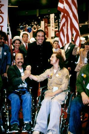 BORN ON THE FOURTH OF JULY, 1989 directed by OLIVER STONE On the set, Oliver Stone between Ron Kovi