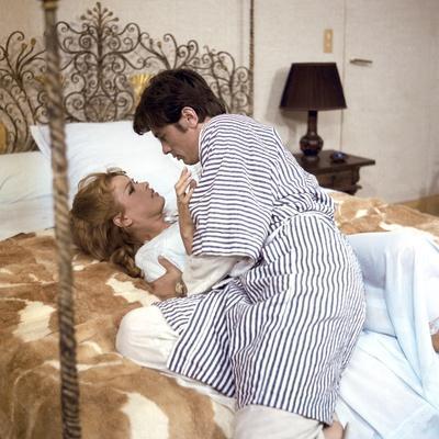 DIABOLIQUEMENT VOTRE, 1967 directed by JULIEN DUVIVIER Senta Berger and Alain Delon (photo)