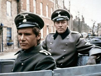 HANOVER STREET, 1979 directed by PETER HYAMS Harrison Ford and Christopher Plummer (photo)