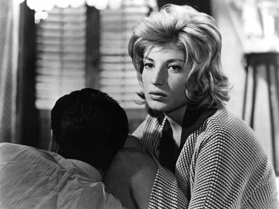 L'AVVENTURA, 1960 directed by MICHELANGELO ANTONIONI Gabriele Ferzetti / Monica Vitti (b/w photo)
